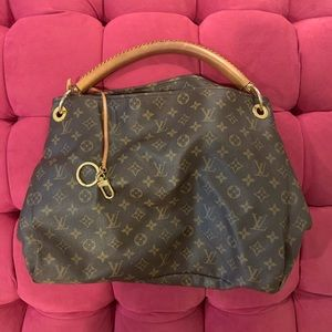 EUC Authentic Louis Vuitton Monogram Artsy MM
